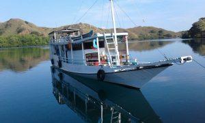 Boat Komodo Flores tour