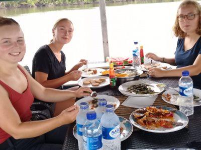 House boat orangutan tours