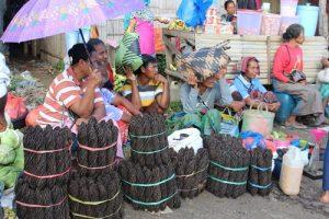 Nduria fruit market. tour flores kelimutu