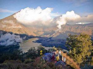 Pelawangan Lombok trekking