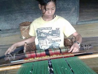 Sukarara weaving village Lombok tours