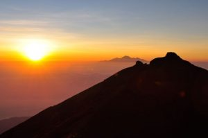 Sunrise Rinjani trekking adventure