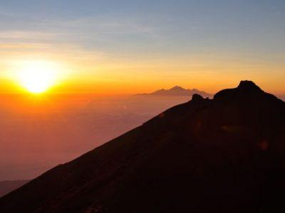 Sunrise Rinjani trekking